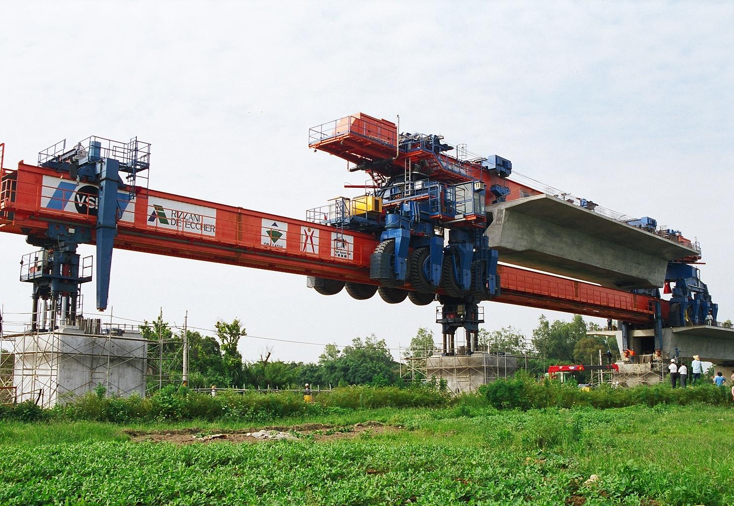 架桥机上导梁图片