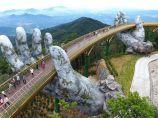 """【早安建筑】越南岘港群山中惊现""""大手"""",托起150米""""金丝带桥""""_图1"""