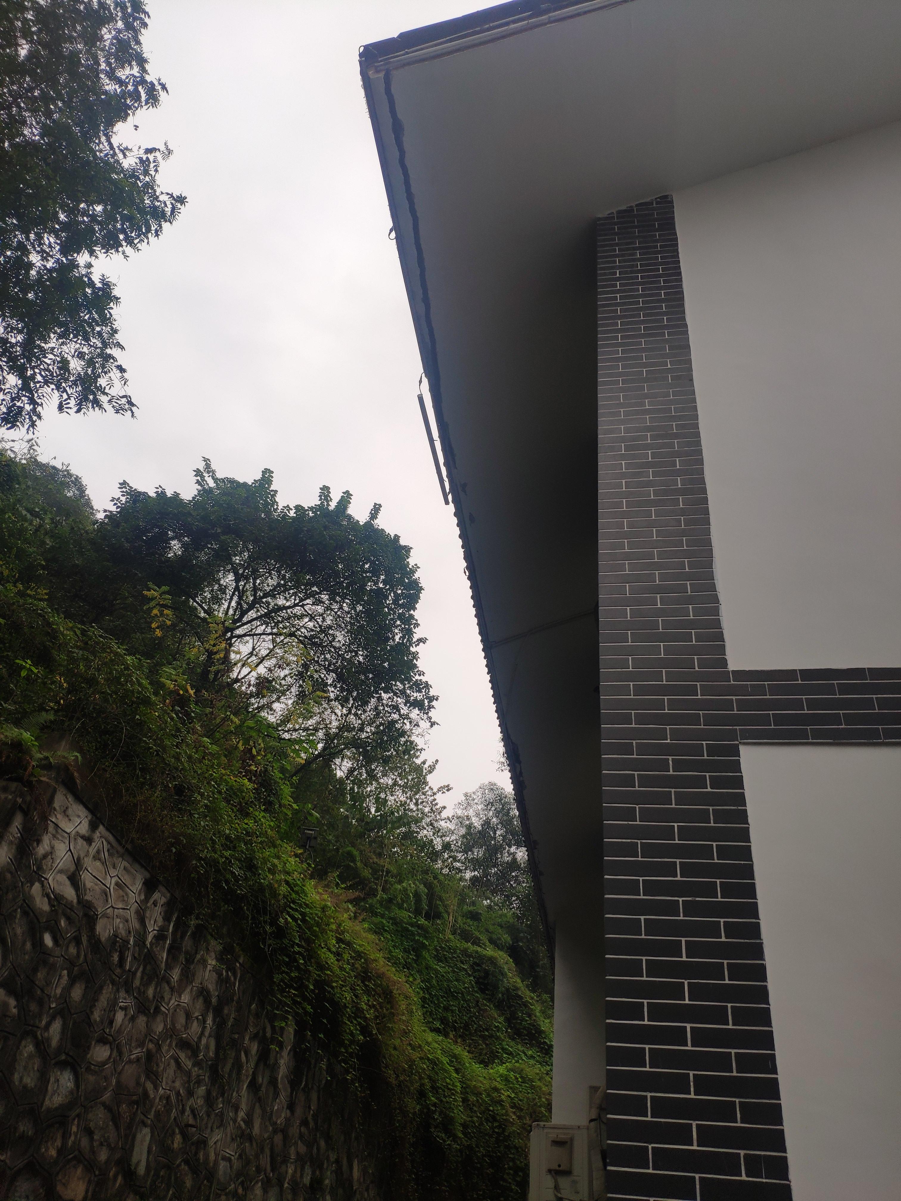 坡屋面斜挑板结构层开裂,请教该怎么处理