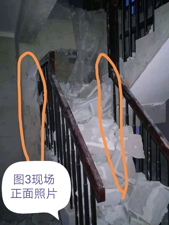 请教一下楼梯相邻储藏室角落的立柱能拆除吗?谢谢!