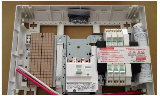 【电气学院】日本家庭用配电箱安装比国内的电工做的如何?